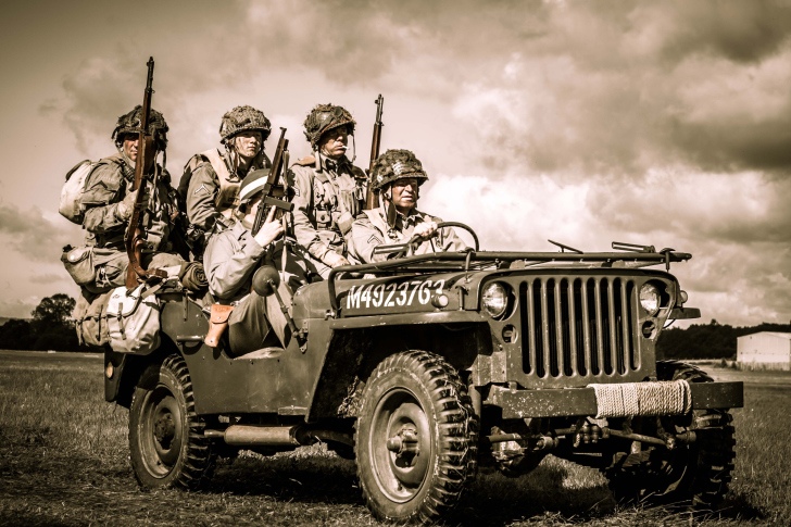 Fondo de pantalla Soldiers on Jeep