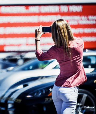 Girl Taking Photo With Her Phone - Obrázkek zdarma pro 768x1280