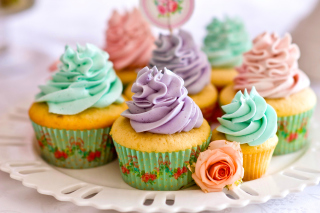Free Birthday Cupcakes Picture for Android, iPhone and iPad
