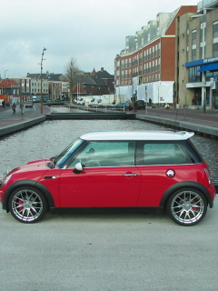 Screenshot №1 pro téma Red Mini Cooper Holland 240x320