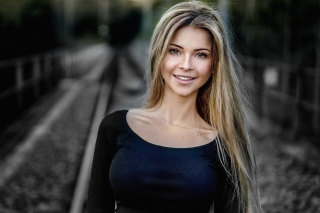 Blonde attractive model sfondi gratuiti per Android 480x800
