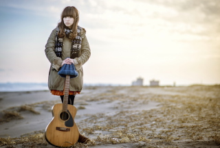 Kostenloses Asian Girl With Guitar Outside Wallpaper für Android, iPhone und iPad