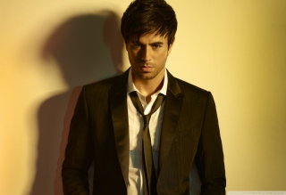 Free Enrique Iglesias Picture for Android, iPhone and iPad