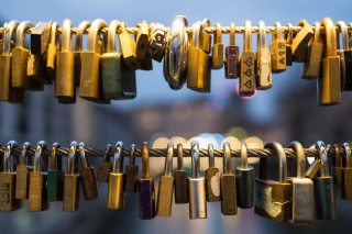 Love Padlocks Background for 1600x1280