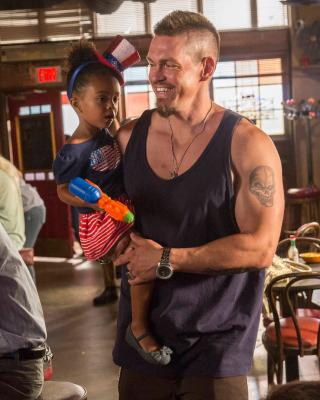 Free Shameless US S07E04 Picture for HTC Titan