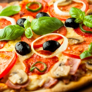 Pizza with mushrooms and tomatoes - Obrázkek zdarma pro 320x320