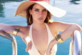 Lana Del Rey In Pool Picture for Android, iPhone and iPad
