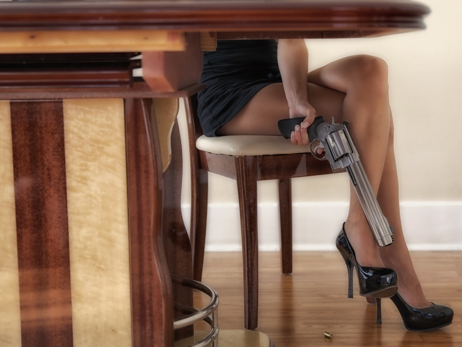 Girls Legs and Revolver screenshot #1 1600x1200