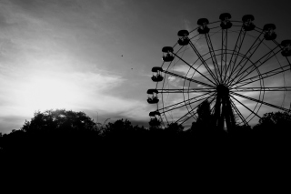 Ferris Wheel In Black And White Background for 1600x1280