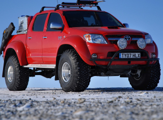 Free Toyota Hilux from Top Gear Picture for Android, iPhone and iPad