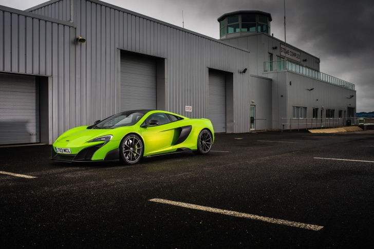 McLaren 675LT wallpaper