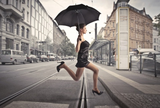 City Girl With Black Umbrella - Obrázkek zdarma