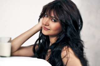 Anushka Sharma HD Wallpaper for Android, iPhone and iPad