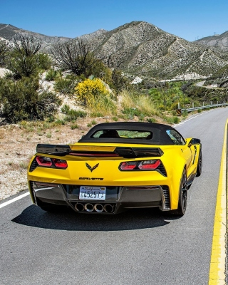 Chevrolet Corvette Stingray vs Lamborghini Aventador sfondi gratuiti per iPhone 4S