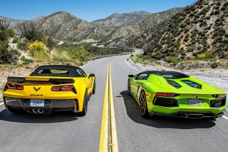 Kostenloses Chevrolet Corvette Stingray vs Lamborghini Aventador Wallpaper für Motorola DROID 2