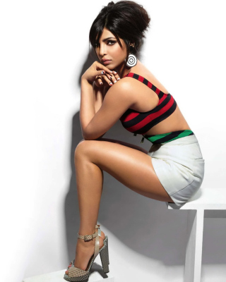 Priyanka Chopra Beautiful Indian Girl Wallpaper for Nokia Asha 306