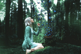 Kostenloses Girl And Blue Butterflies Wallpaper für Android, iPhone und iPad