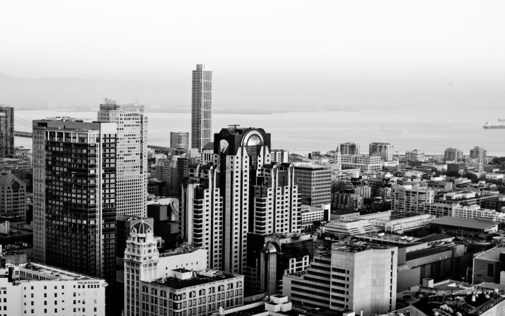Screenshot №1 pro téma Black And White City On Coast