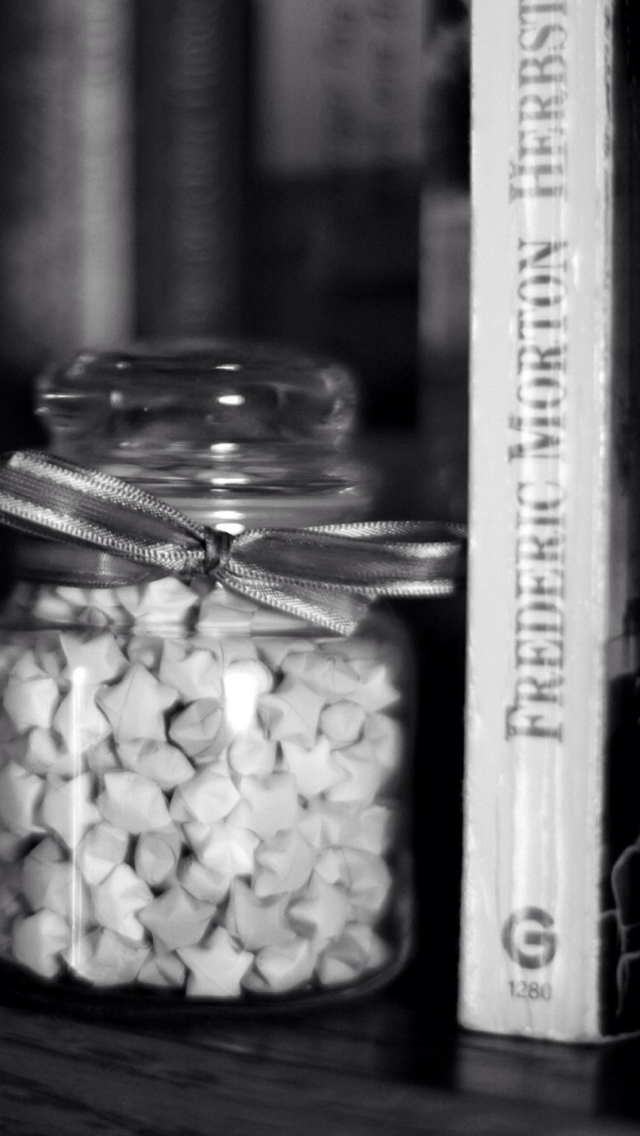 Screenshot №1 pro téma Black And White Candies Jar 640x1136