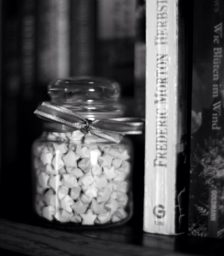 Kostenloses Black And White Candies Jar Wallpaper für iPhone 5S