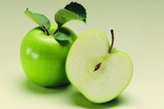 Free Fresh And Juicy Green Apple Picture for Android, iPhone and iPad