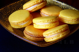 Yellow Macarons Background for Android 800x1280