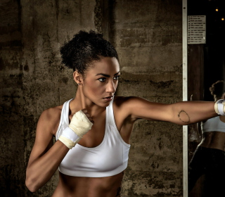 Sporty Girl Boxing sfondi gratuiti per iPad mini