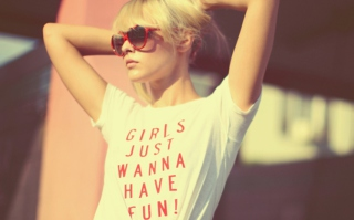 Girls Just Wanna Have Fun T-Shirt - Obrázkek zdarma pro Sony Xperia Z3 Compact