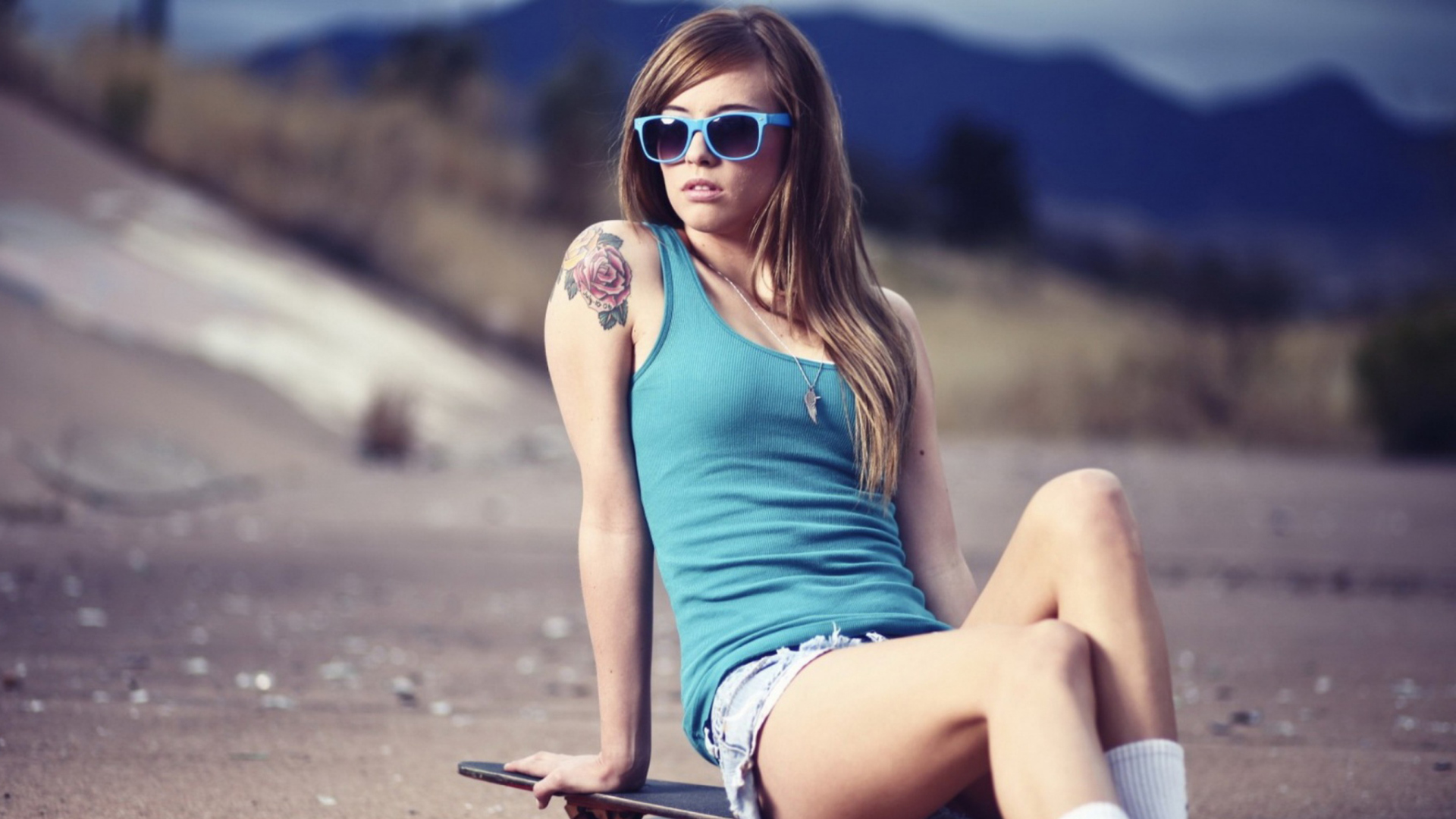 Sfondi Skater Girl With Tattoo 1920x1080