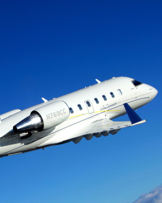 Free Bombardier Challenger 605, Aviation Picture for 240x320