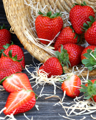 Strawberry Basket - Fondos de pantalla gratis para 640x960
