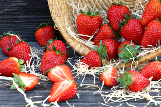 Strawberry Basket Background for Android, iPhone and iPad