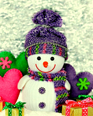 Homemade Snowman with Gifts sfondi gratuiti per iPhone 6