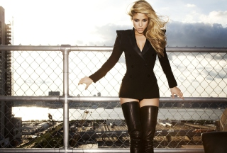 Shakira Tigh High Black Boots sfondi gratuiti per cellulari Android, iPhone, iPad e desktop