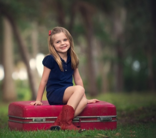 Little Girl Sitting On Red Suitcase - Obrázkek zdarma pro 208x208