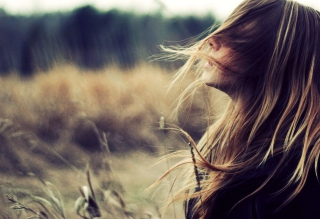 Картинка Beautiful Girl With Wind In Her Hair на телефон