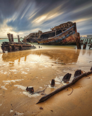 Shipwreck Picture for 240x320