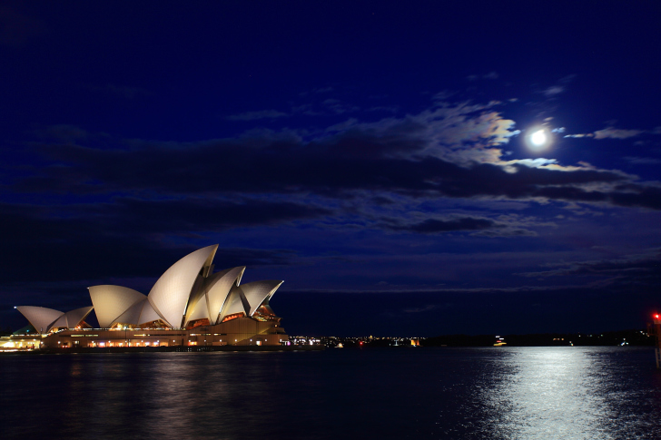 Opera house on Harbour Bridge in Sydney wallpaper