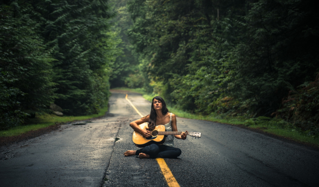 Screenshot №1 pro téma Girl Playing Guitar On Countryside Road 1024x600