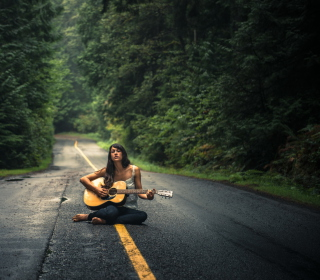 Girl Playing Guitar On Countryside Road - Obrázkek zdarma pro iPad