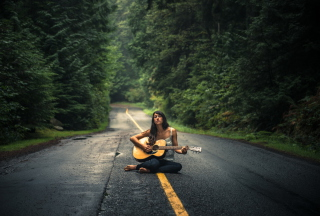 Girl Playing Guitar On Countryside Road - Obrázkek zdarma pro 1024x768