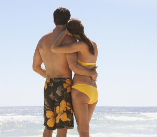 Free Lovely Couple At Beach Picture for 1024x1024