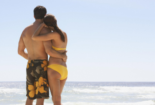 Lovely Couple At Beach Picture for Android, iPhone and iPad