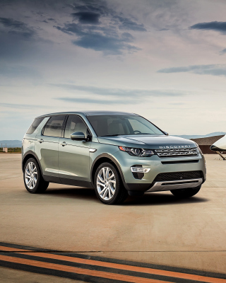 Land Rover Discovery Sport in Hangar sfondi gratuiti per iPhone 6 Plus