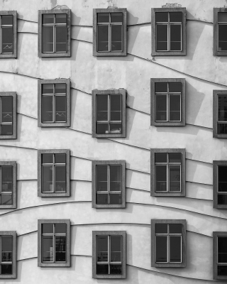 Windows Geometry on Dancing House - Obrázkek zdarma pro 320x480