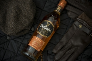 Glenfiddich single malt Scotch Whisky Background for 1400x1050