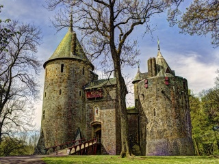 Screenshot №1 pro téma Castell Coch in South Wales 320x240