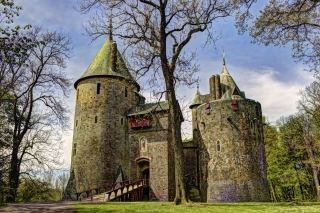 Castell Coch in South Wales sfondi gratuiti per Samsung Galaxy Note 2 N7100