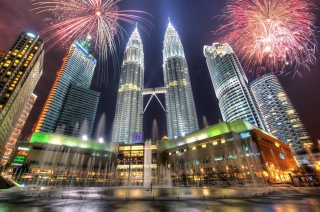 Petronas Towers in Kuala Lumpur (Malaysia) Background for Android, iPhone and iPad