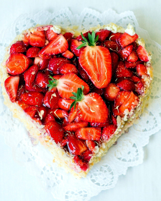 Heart Cake with strawberries Wallpaper for Nokia Asha 306